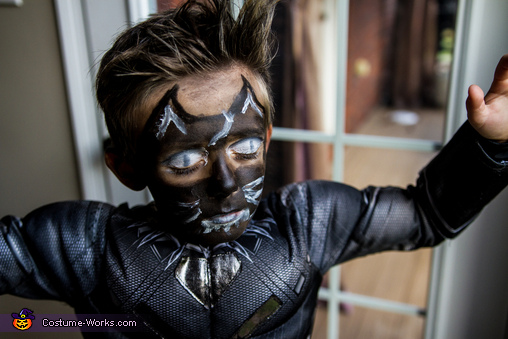 scary eyes, Black Panther Costume