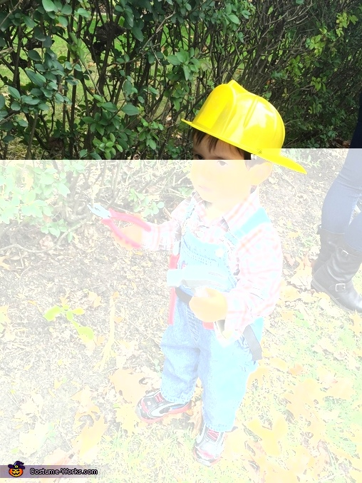 Bob the builder tries to fix something., Bob the Builder and his Buddy Lofty Costume