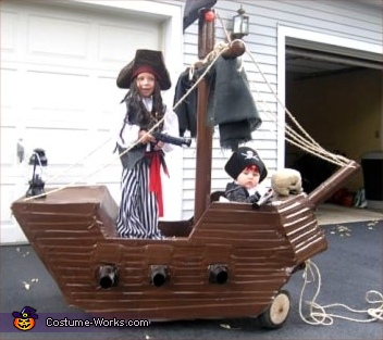 Ship with Pirates of the Carribean Costume