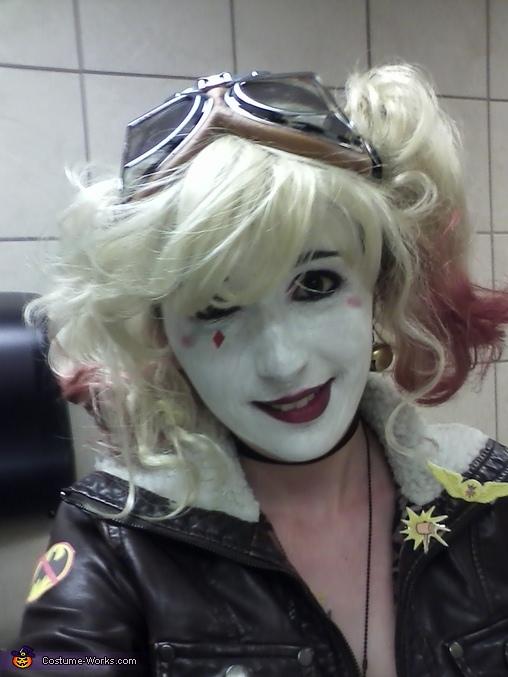 Nibbles, Bombshell Harley Quinn Costume