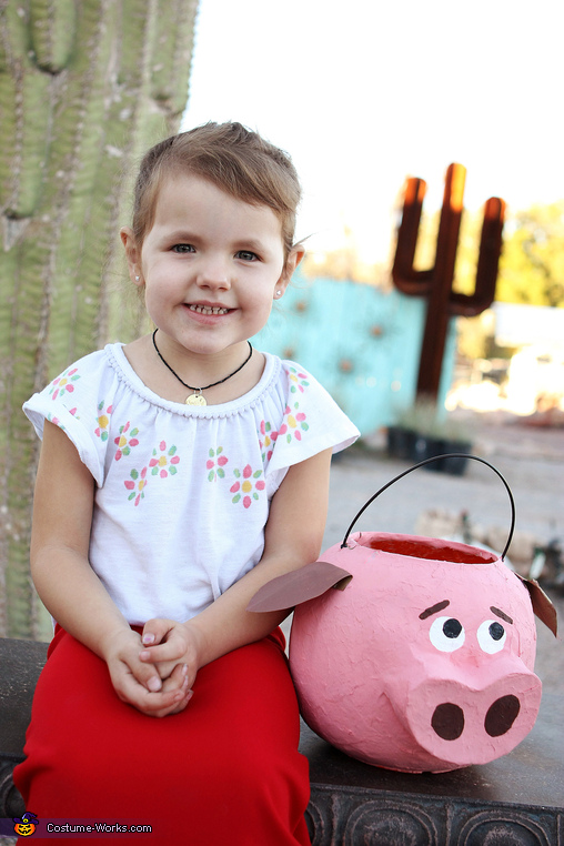 Maria with Chewy the Pig, Book of Life Costume
