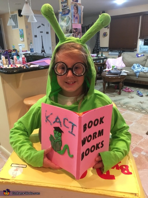 Book Worms Read, Book Worm Costume