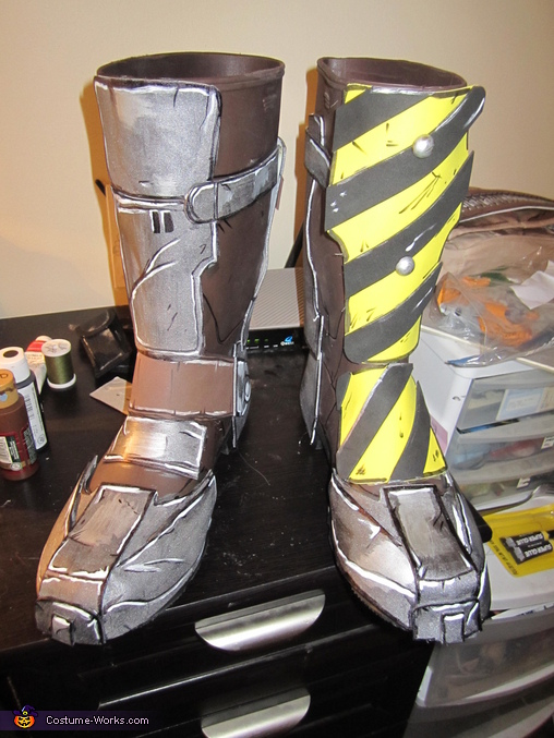 His boots were just garden/working boots I found at Walmart, and I hot glued and sewed the foam pieces on, then colored them to give them a more 3D look. From far away, you wouldn't know it was foam!, Borderlands 2 Axton Costume