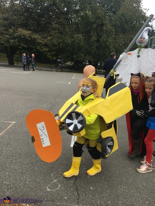 My daughter as a car, Bumblebee Costume