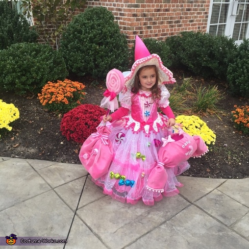 Candy witch with her candy basket & lolipop broom, Candy Witch Costume