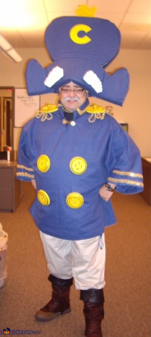 The full Cap'n. not wide enough, but you see the full thing, Cap'n Crunch Costume