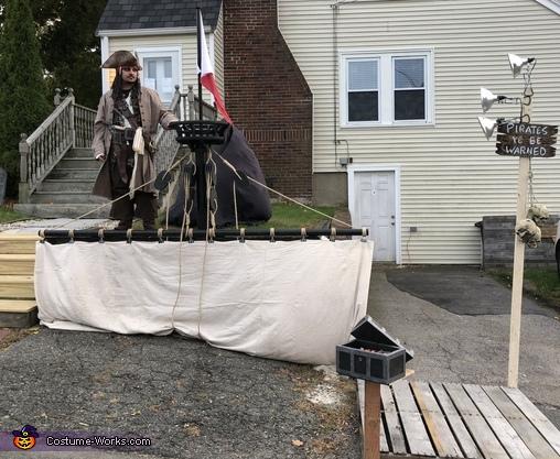 Full Halloween Display, Captain Jack Sparrow Costume