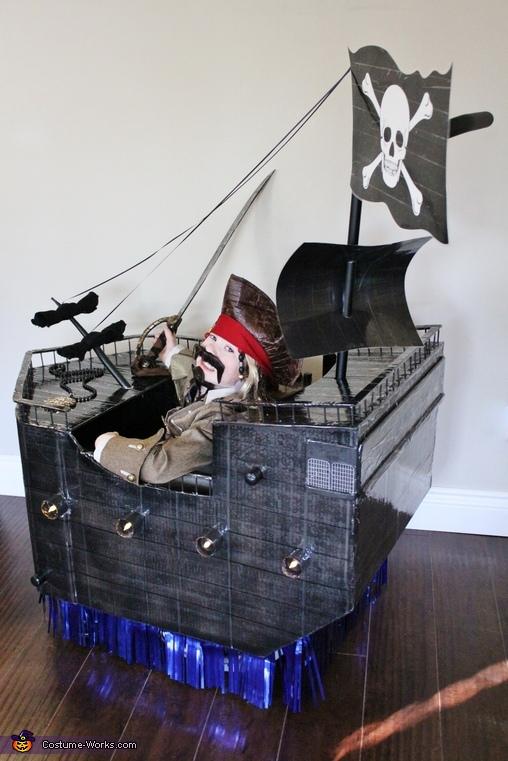 Captain Jack Sparrow, Captain Jack Sparrow with The Black Pearl Costume