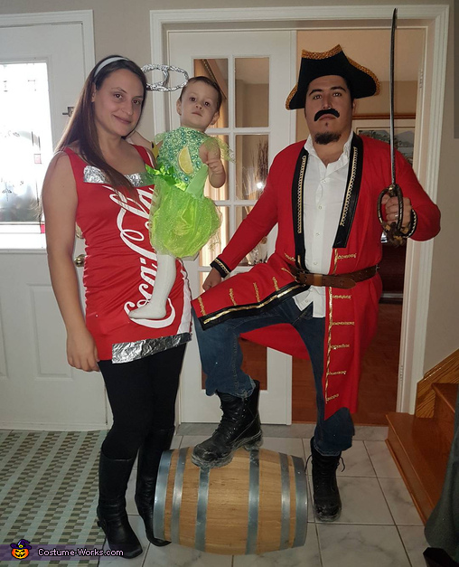 Captain Morgan, rum with a splash of coke and a hint of lime Costume