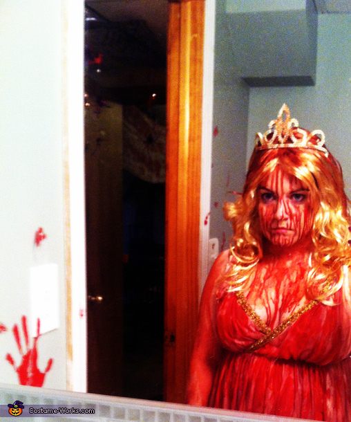 'They're all gonna laugh at you!', Carrie Costume