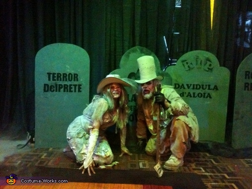 out front of the live bar at golden nugget, Casino Zombies Costume