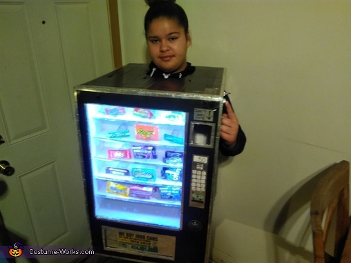 Candy deposit light off, Cece's Vending Machine Costume
