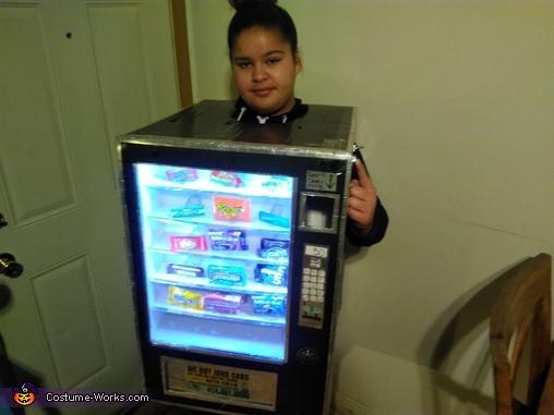 Candy deposit light off, Cece's Vending Machine Costume