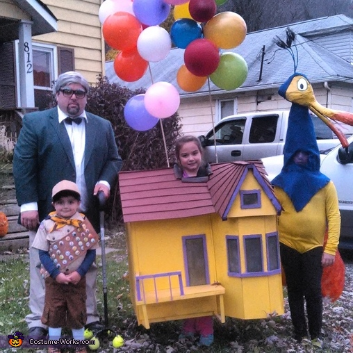 Characters from the movie Up Costume  sc 1 st  Costume Works & Characters from the movie Up Family Halloween Costume
