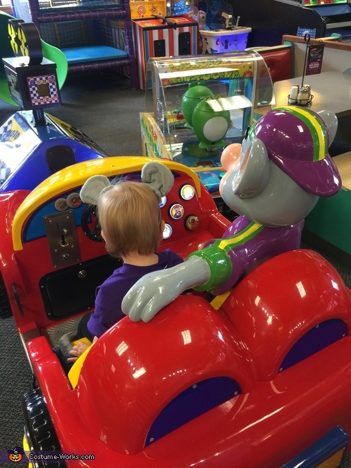 Cruisin' with Chuck E., Chuck E. Cheese Costume