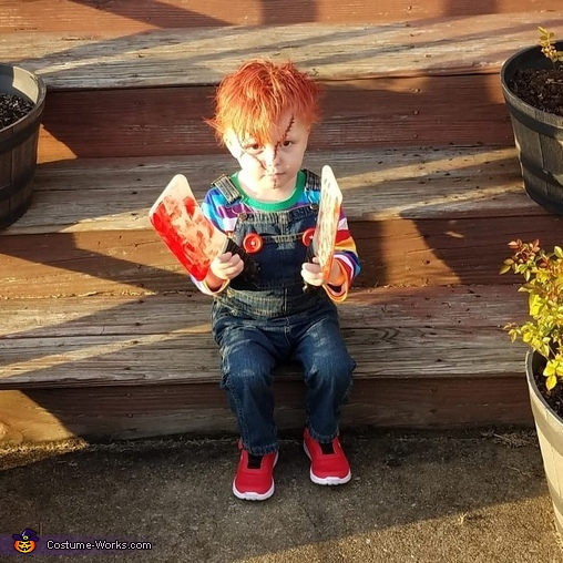 CHUCKY SHOWING OFF HIS KNIFES, DIY Chucky Costume