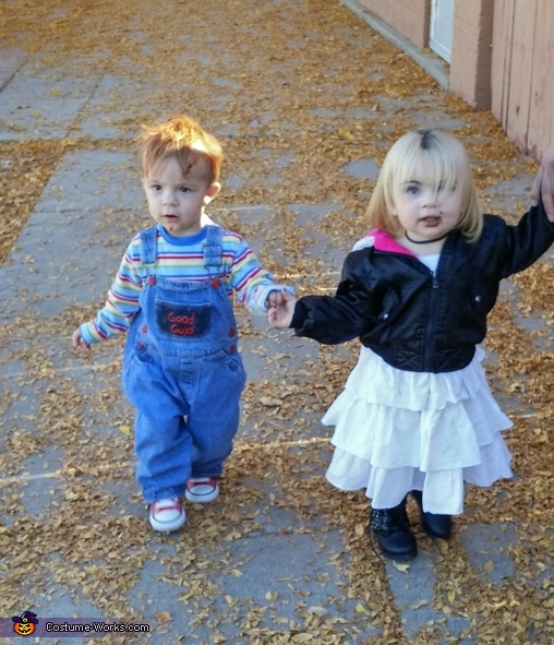 chucky and his bride holding hands, Chucky & Tiffany Costume