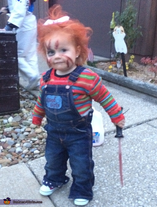 Can I help you?, Chucky with a Bow Costume