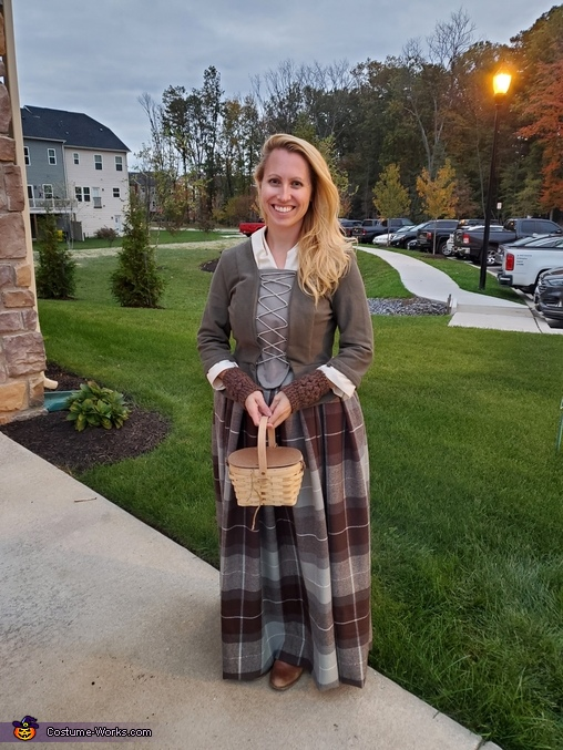 Outfit minus wrap - on, Claire, Highland Healer Costume