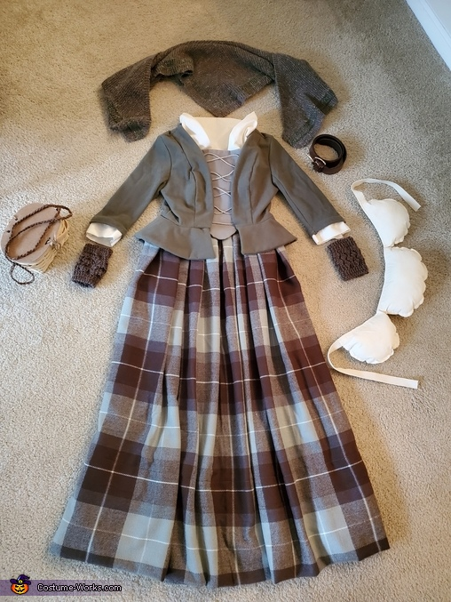 Outfit elements - laid out, Claire, Highland Healer Costume
