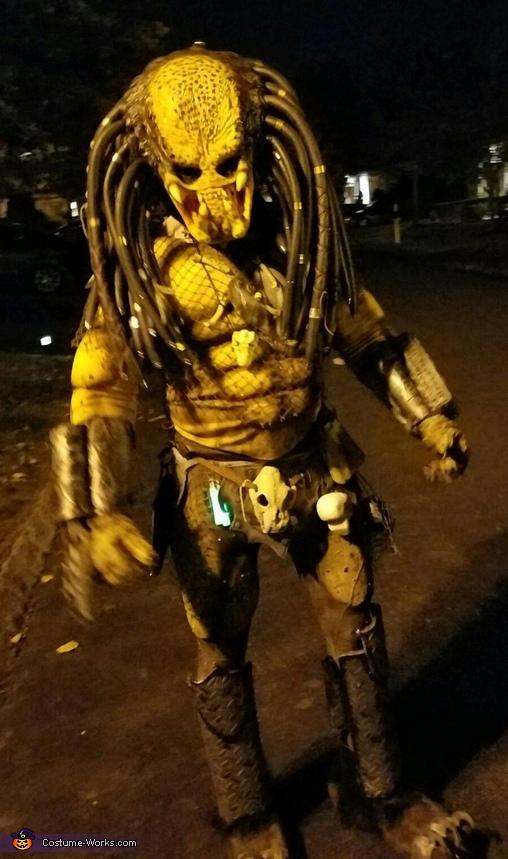 Predator roaming the neighborhood Halloween night, Classic Predator Costume