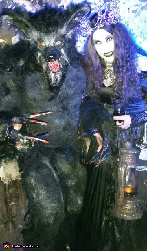 Werewolf and his true love the vampire witch, Classic Werewolf Lycan Costume