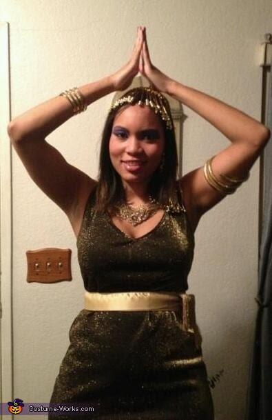 Cleo pose!, Cleopatra Costume