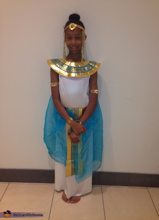 Coolest DIY Cleopatra Costume - Photo 2/8