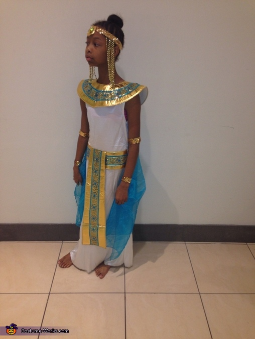Coolest DIY Cleopatra Costume - Photo 4/8