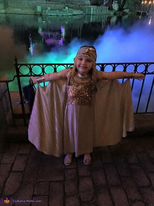 Spooky Cleopatra, Cleopatra Costume