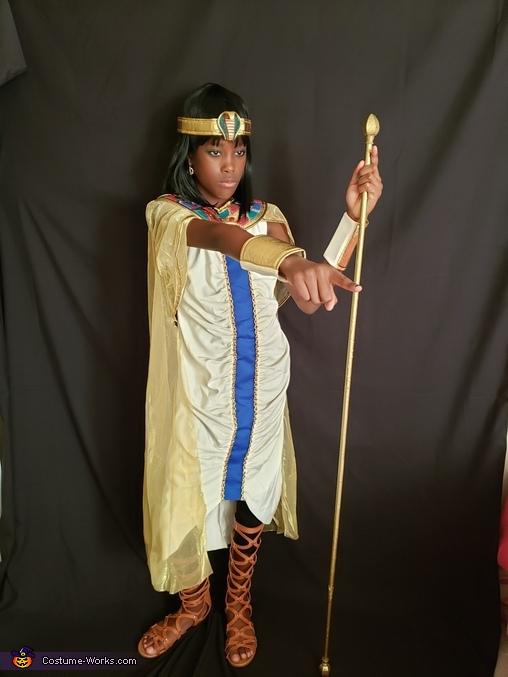 Cleo!, Cleopatra Costume