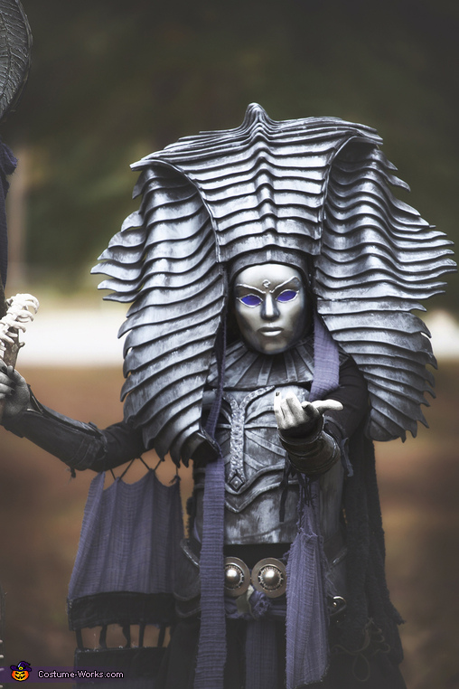 Close Up, Cleopsis Costume