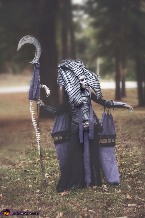 Side View, Cleopsis Costume