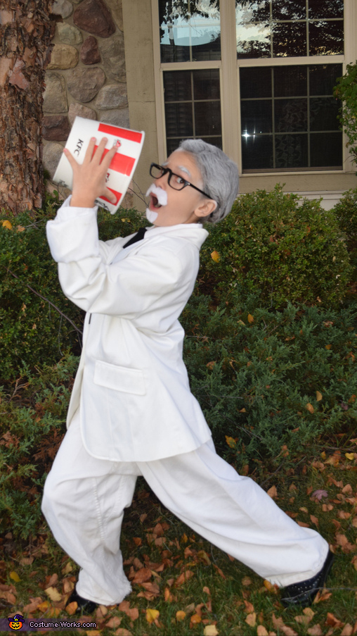 Eatin chicken, Colonel Sanders Costume