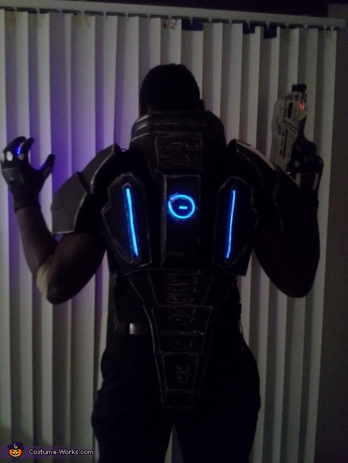 EL Wire in the back, Mass Effect Commander Shepard Costume