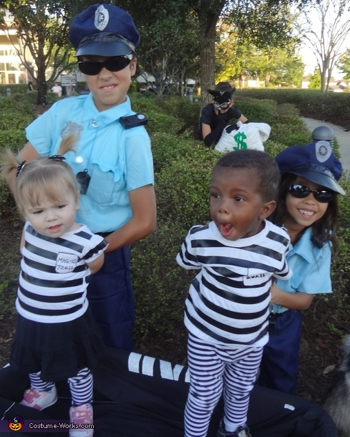 OH SNAP SISTA! WE JUST GOT BUSTED!, Cops & Robbers Costume