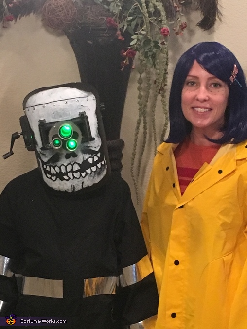 Coraline Family Halloween Costume Photo 2 4