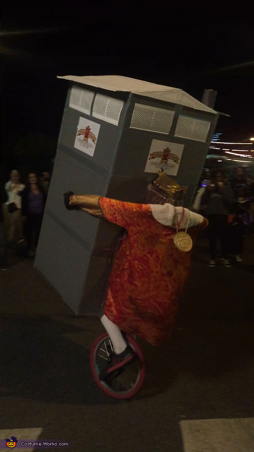 The King Unicycling, Crappy Food Costume