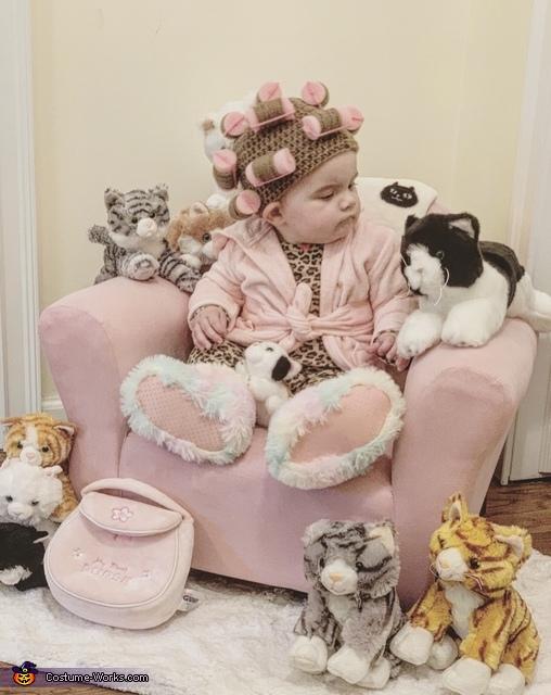 Mia the Crazy Cat Lady, Crazy Cat Lady Costume