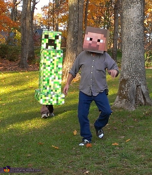 Creeper  chasing Steve!!!, Creeper Costume