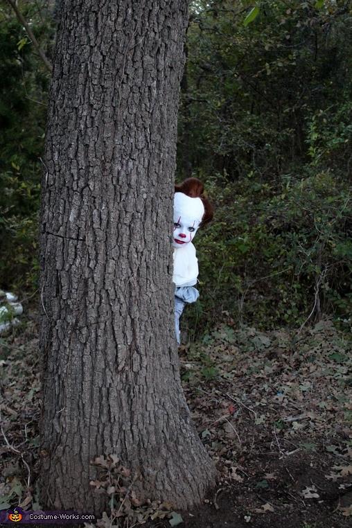 Creepin' around the tree, Creepy Pennywise Costume