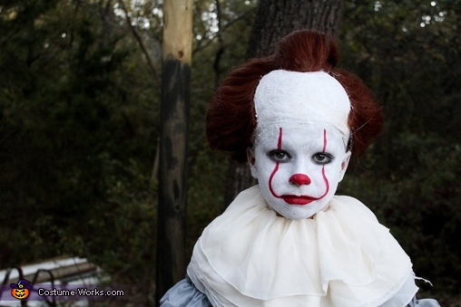 Scary closeup, Creepy Pennywise Costume