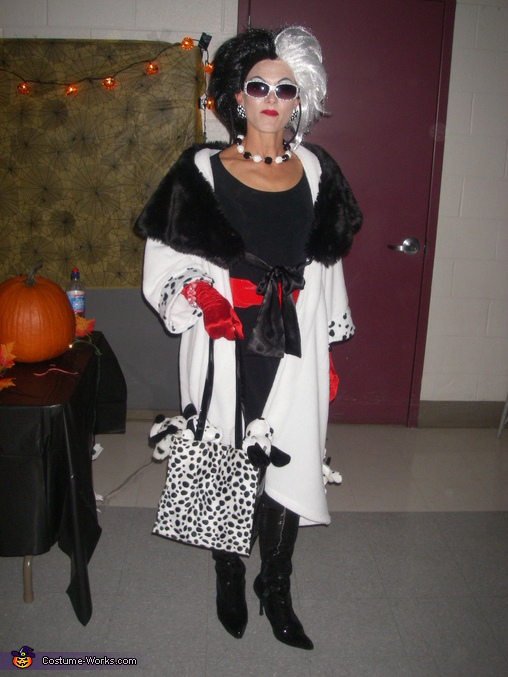 cruella deville costume diy images galleries with a bite. Black Bedroom Furniture Sets. Home Design Ideas