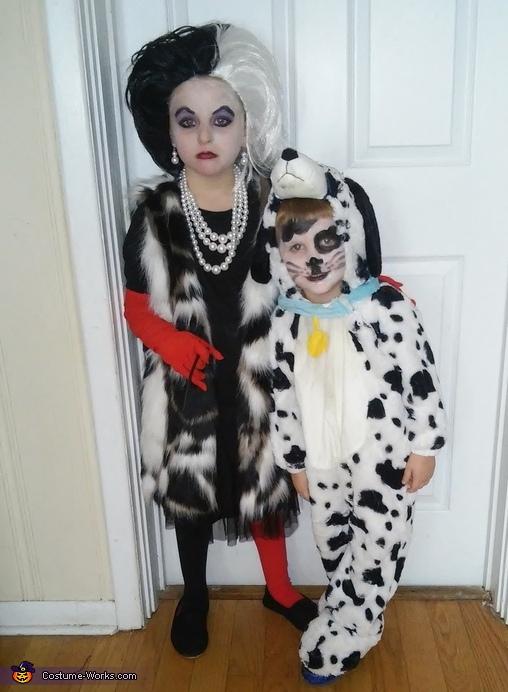 cruella de ville and her dalmatian kids halloween costume. Black Bedroom Furniture Sets. Home Design Ideas