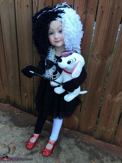 Curella Deville, Cruella Deville Costume