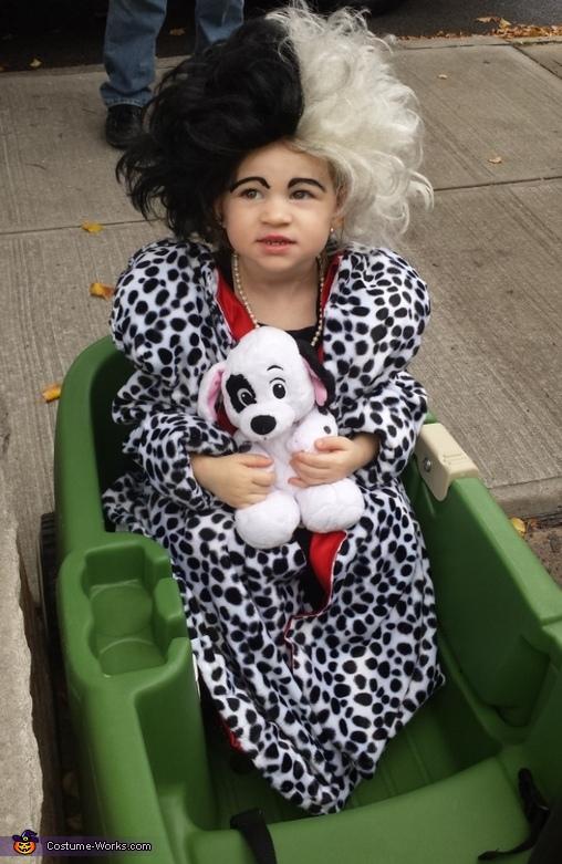 Cruella , Cruella DeVille n her Captured Puppy Costume