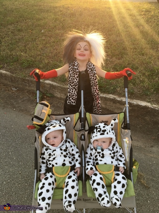 Cruella leaving with her steal, Cruella & her Pups Costume