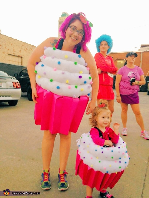 Mama and baby cupcake, Cupcakes and Baker Family Costumes