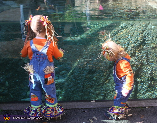 Cute Scarecrows DIY Halloween Costumes