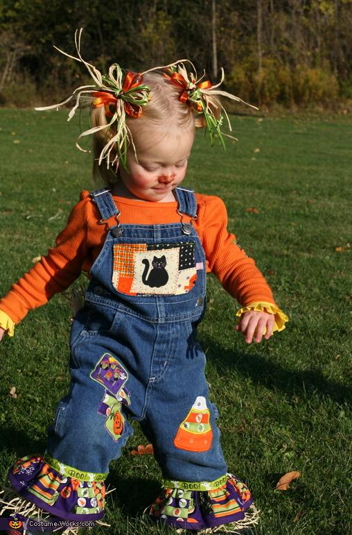 Cute Scarecrows DIY Halloween Costumes